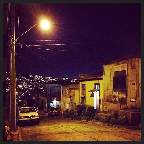 Ya es de noche en el puerto #valparaíso #chile #city #night #winter