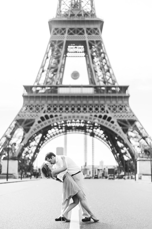 Iconic Eiffel Tower Shot, Romantic Photo Session in Paris, Romantic Paris Portraits