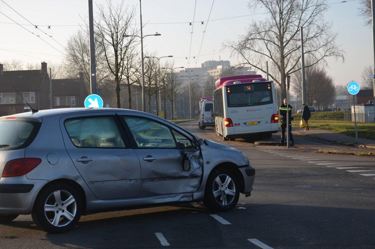 Weer aanrijding op 'bots'kruising Koppelstraat-Zeegsingel
