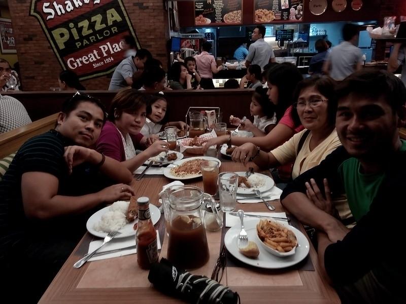 Flordeliz Family at Shakeys