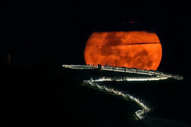 Moonrise over Newcastle memorial walk