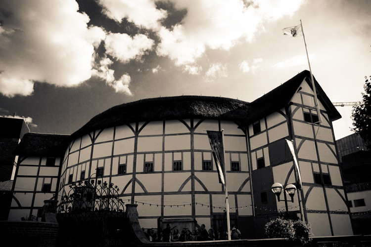 globe theatre history essay Shakespeare: original globe theatre essay shakespeare: original globe theatre essay the personal history of william shakespeare is sort of a mystery.