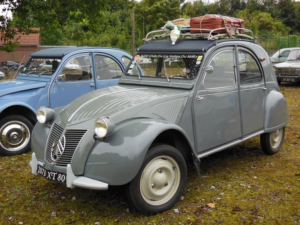citroen 2cv avec galerie et bibendum exposition. Black Bedroom Furniture Sets. Home Design Ideas