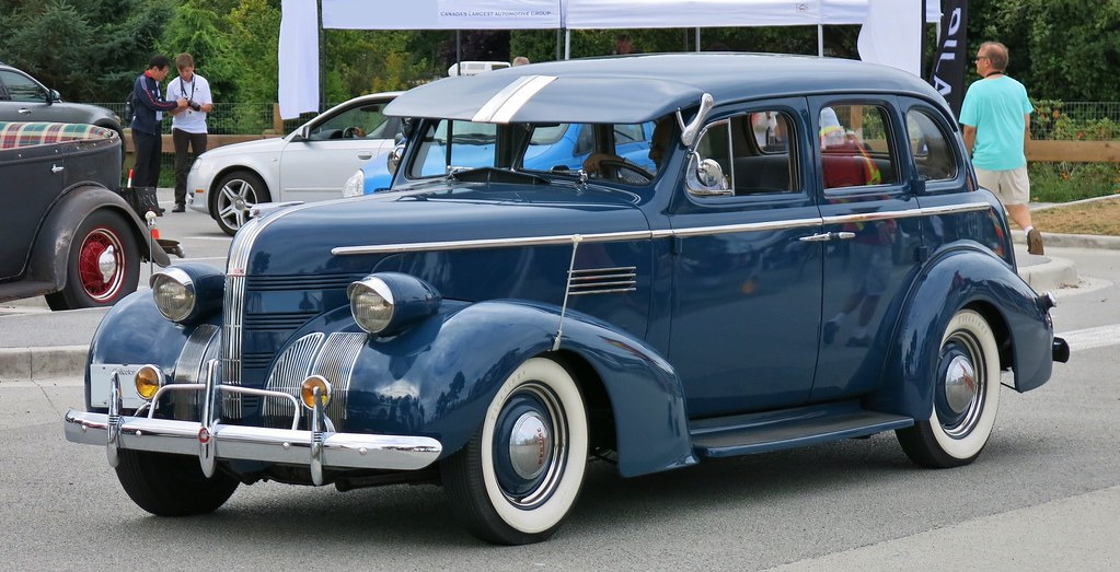 1939 pontiac chieftain 4 door sedan gm of canada for 1938 oldsmobile 2 door sedan