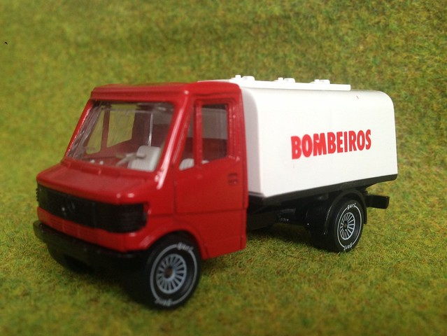 Miniature die cast scale model emergency services vehicle for Miniature mercedes benz models