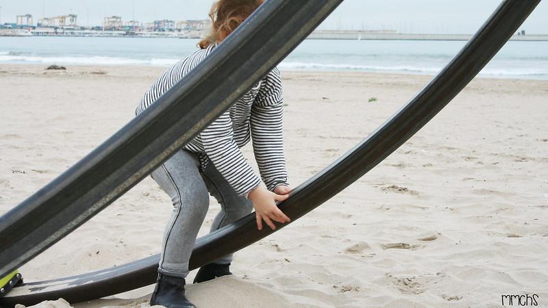 parque infantil en la arena