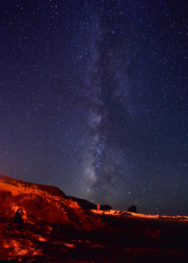 La Vía Láctea en Monument Valley durante la noche, un espectaculo maravilloso que ver en la Costa Oeste