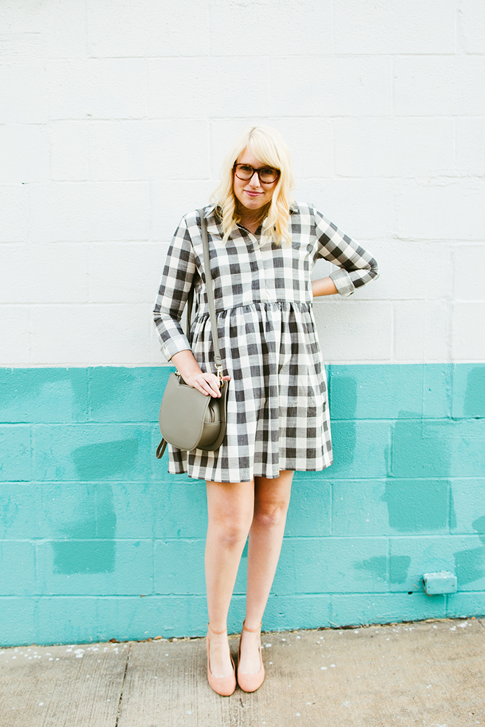 writes like a girl asos gingham smock dress blush block heels2