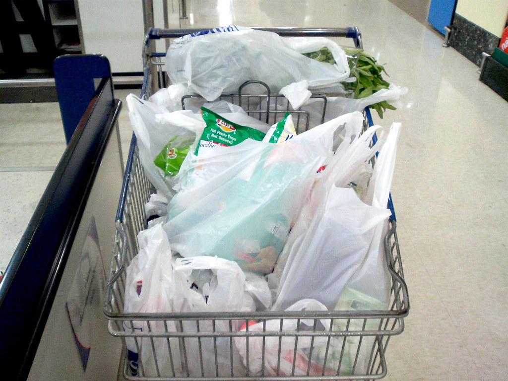 購物塑膠袋。圖片來源:Keng Susumpow(CC BY 2.0)