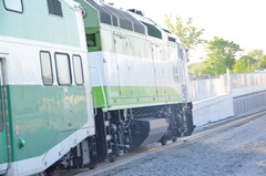 [Photo Image MPI MP40PH-3C 662 On point of a Southbound GO train Going into the New Fly Under]