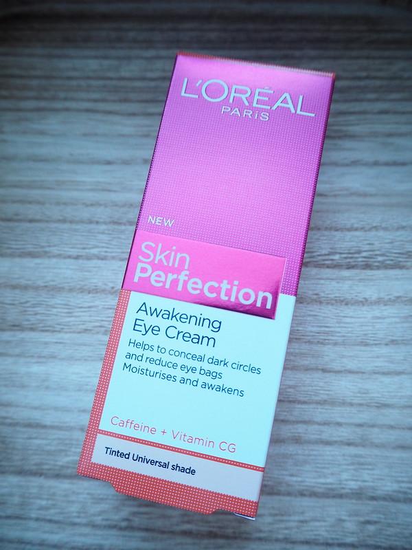 lorealsilmänymäprysvoide3JPG, lorealsilmänympärysvoide1,eye cream, eyecream, silmänympärysvoide, piilottaa tummat silmänaluset,  loreal, lóreal, silmänympärysvoide, eye cream, hide dark circles, under the eyes, tummat silmänaluset, silmänalusiho, hoitotuote, hoito ohjeet, beauty, kauneus, make up, meikki, meikit, silmänalusvoide, skin perfection, pinkki, pink, loreal skin perfection, raikastava, meikit, silmänympärysihon hoitotuote, tummat silmänympärykset, silmävoide, awakening, refreshing,