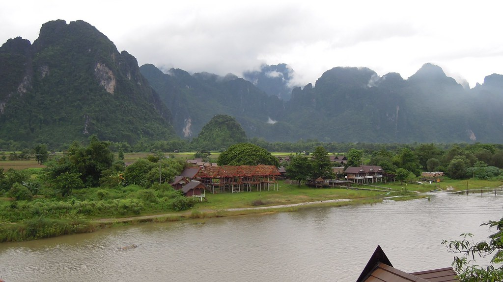 View from silver naga hotel vang vieng the nam song for Domon river guesthouse vang vieng