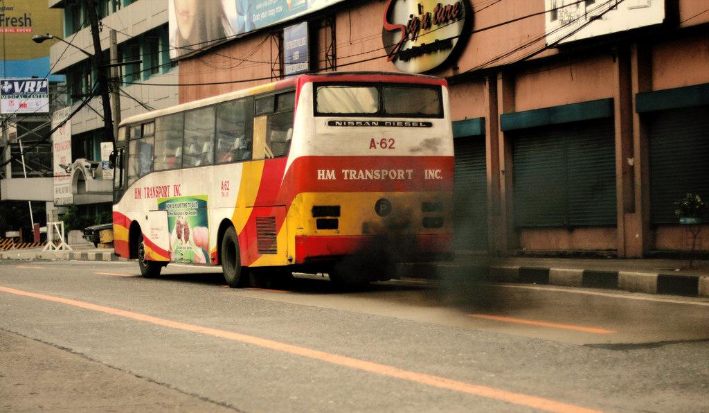 柴油車造成空氣汙染。圖片來源:DucDigital(CC BY-ND 2.0)。