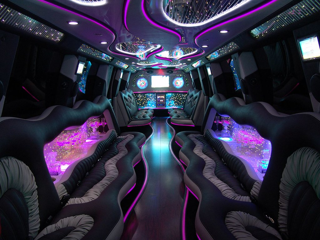 Interieur limousine hummer tns sofres flickr for Interieur hummer
