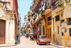 La Habana (Cuba). Colorida calle de La Habana Vieja.