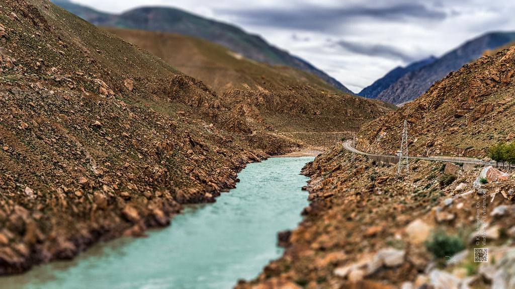 Tibet, highway along the emerald-green river in the Himalayas (China), 06-2016, 76 (Vlad Meytin, vladsm.com)