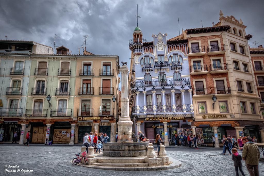 Plaza del torico y la casa el torico teruel la casa - La casa de las perchas ...