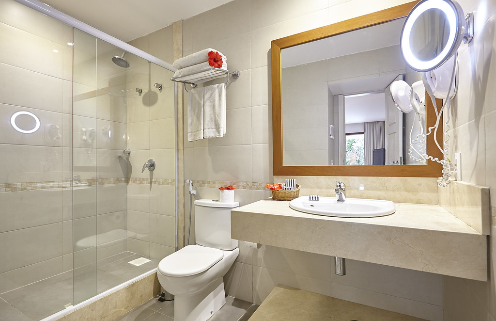 Hotel portobay b zios junior suite wc learn more at for Salle de bain hotel 5 etoiles
