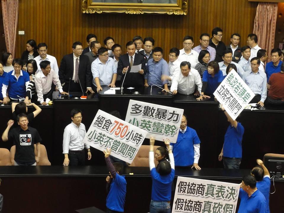 民进党透过人数优势顺利让《劳基法》修法通过二三读。(摄影:张智琦)