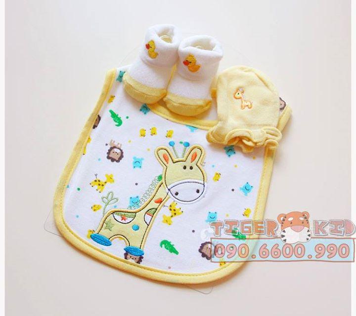 15158414154 748f07ce74 o MS 129 Giftset gồm 1 bộ bao tay, 1 đôi vớ chân và 1 chiếc yếm cho bé