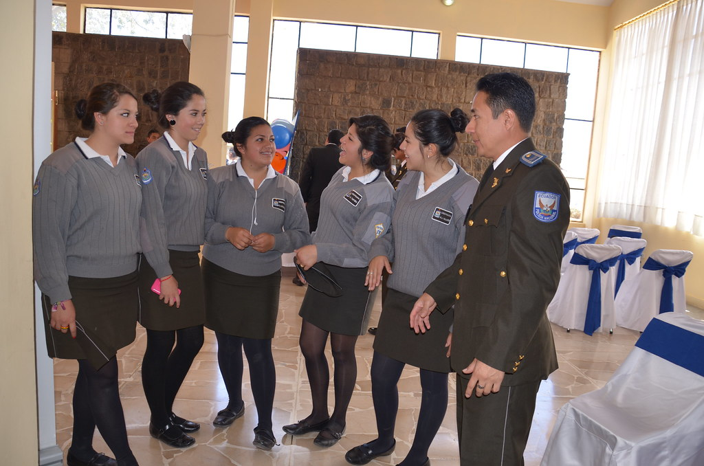 Oswaldo quingla docente del liceo policial calific de for Sello del ministerio del interior