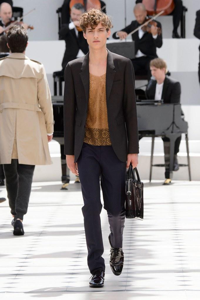 SS16 London Burberry Prorsum005_Serge Rigvava(fashionising.com)