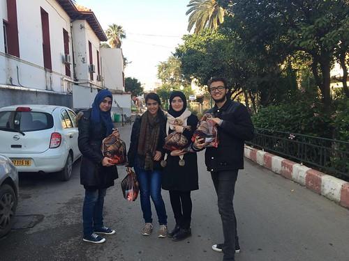 Sourire à l'innocence rend visite à  l'hôpital Parnet (Hussein Day)