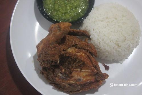 Paket Nasi + Ayam Goreng Aroma - Rp30.000