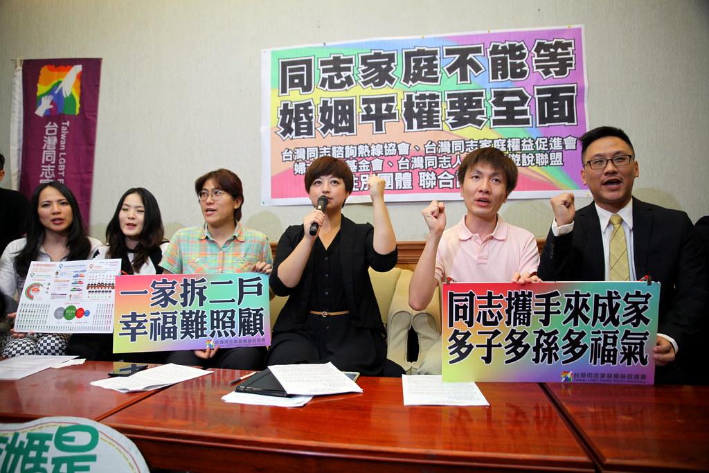 性別團體今日召開記者會表示對同性婚姻草案的支持。(攝影:陳逸婷)
