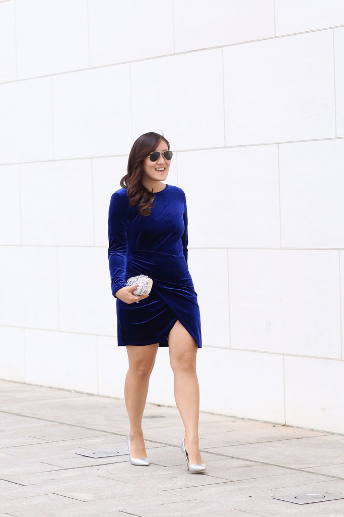 simplyxclassic, blue velvet dress, body con dress, holiday dress, christmas outfit, how to wear velvet,