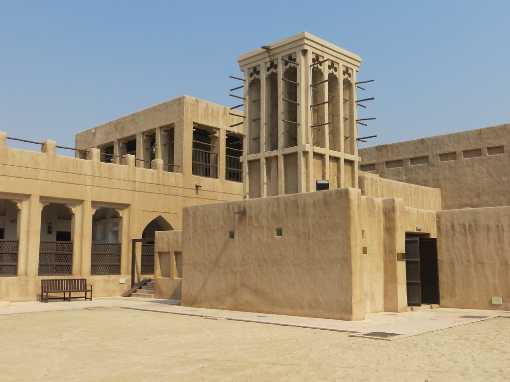 Dubai traditional architecture sheikh saeed al maktoum for Traditional house building