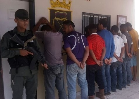 Aprehendieron a 7 personas por poner obstáculos para asaltar vehículos en Ciudad Guayana