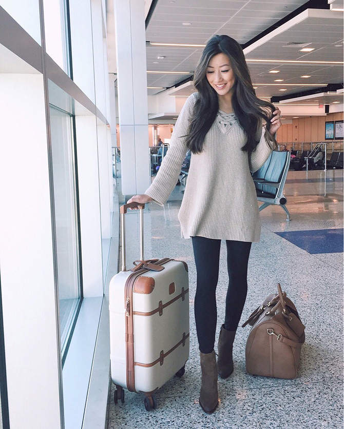 airport travel outfit tunic sweater leggings