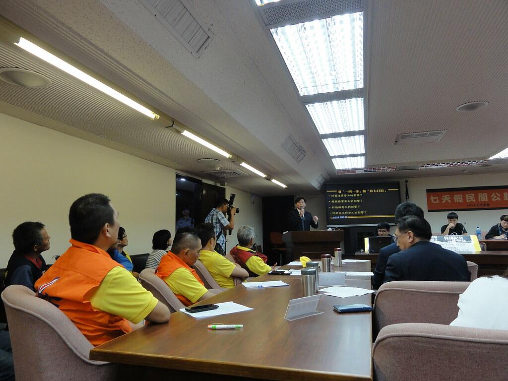 七天假民間公聽會,時代力量立委黃國昌出席發言。(攝影:張智琦)