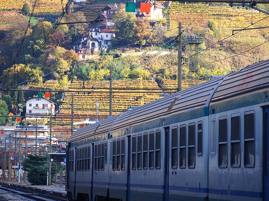 how to get to bolzano from bormio by train