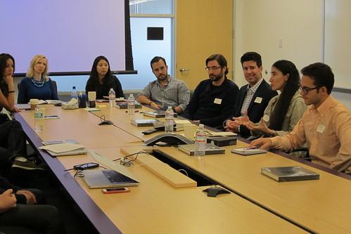 Yoani Sanchez y diorectivos de Yahoo en noviembre de 2014.
