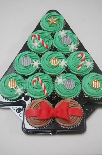 Loving this cute way of displaying the Christmas Cupcakes this year! The Christmas Tree Cupcake platter - from £25. (Limited availability)