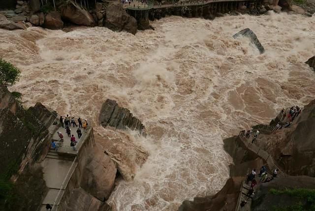 水勢壯闊的虎跳峽。攝影:詹嘉紋。