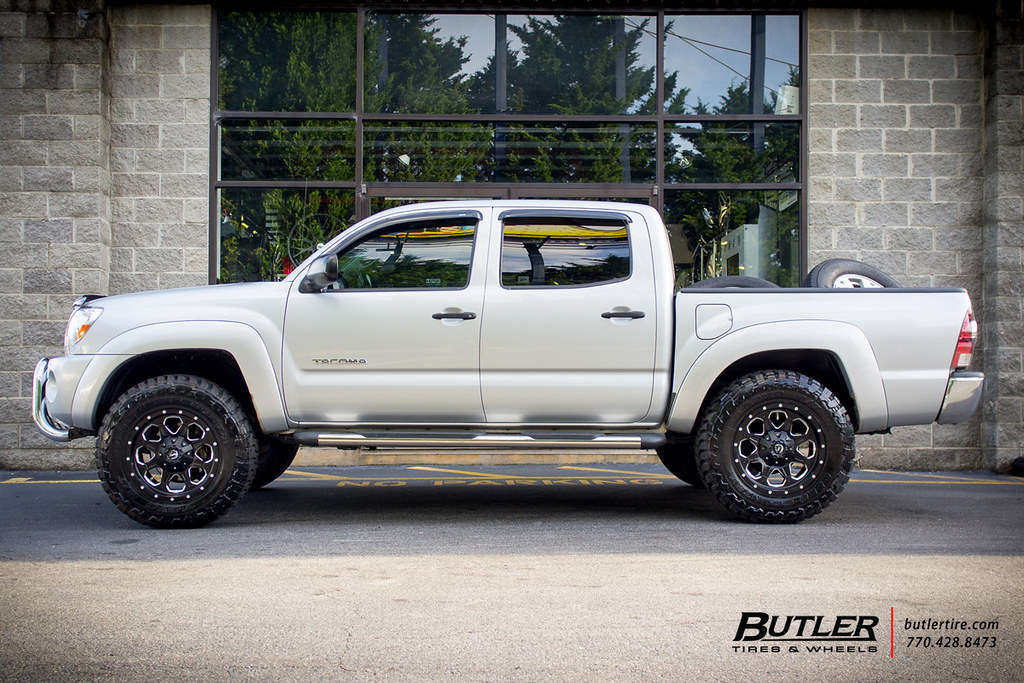 Toyota Tacoma With 18in Fuel Boost Wheels And Toyo Mt Tire