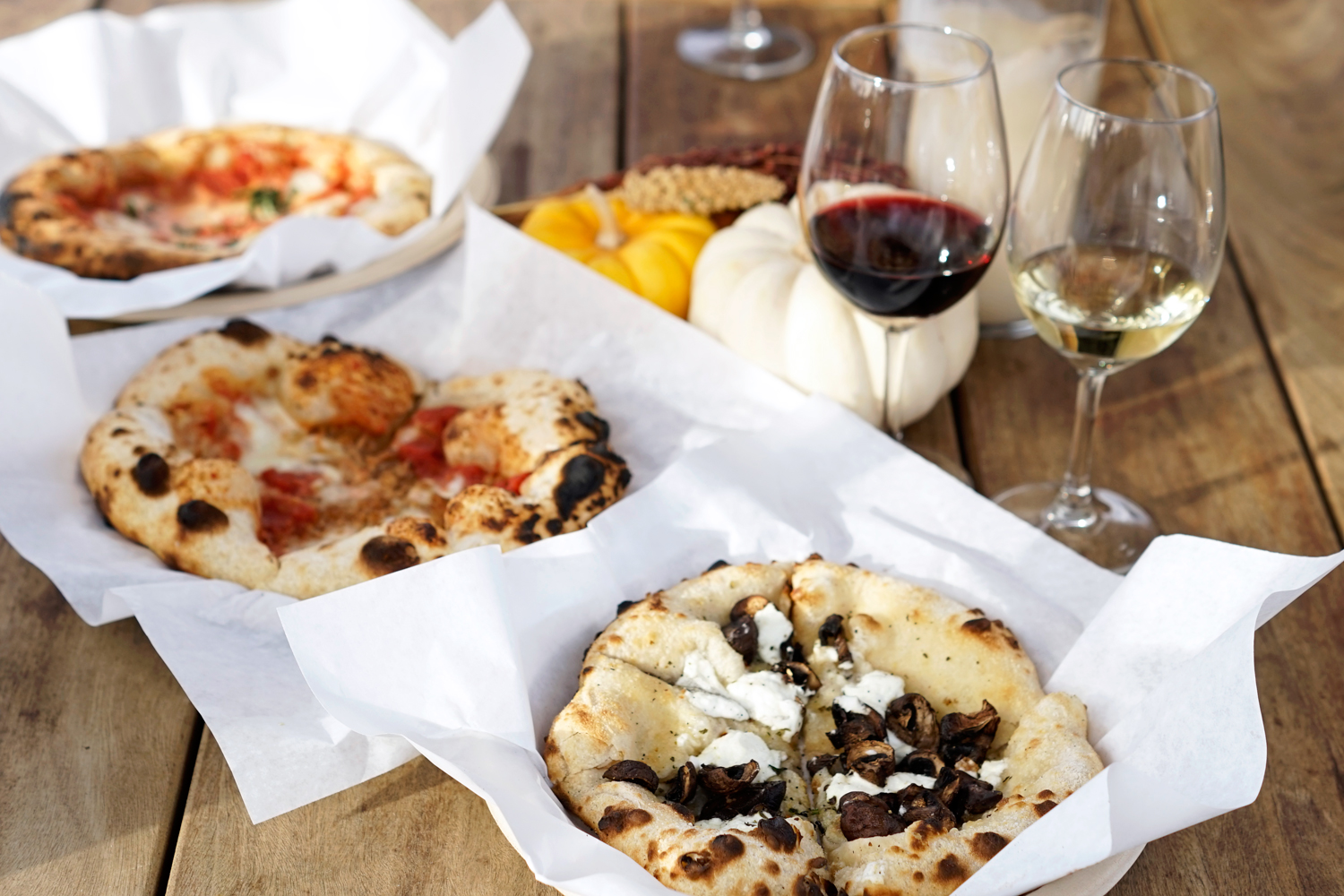 12viansa-winery-sonoma-winetasting-food-pizza