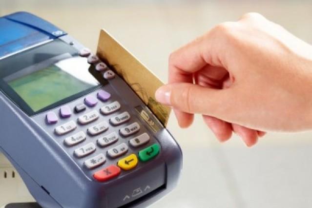 Gastos con tarjetas de crédito suben en 121.7% de acuerdo con cifras de la Superintendencia de Banco...