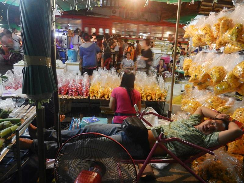 Бангкок продает цветы