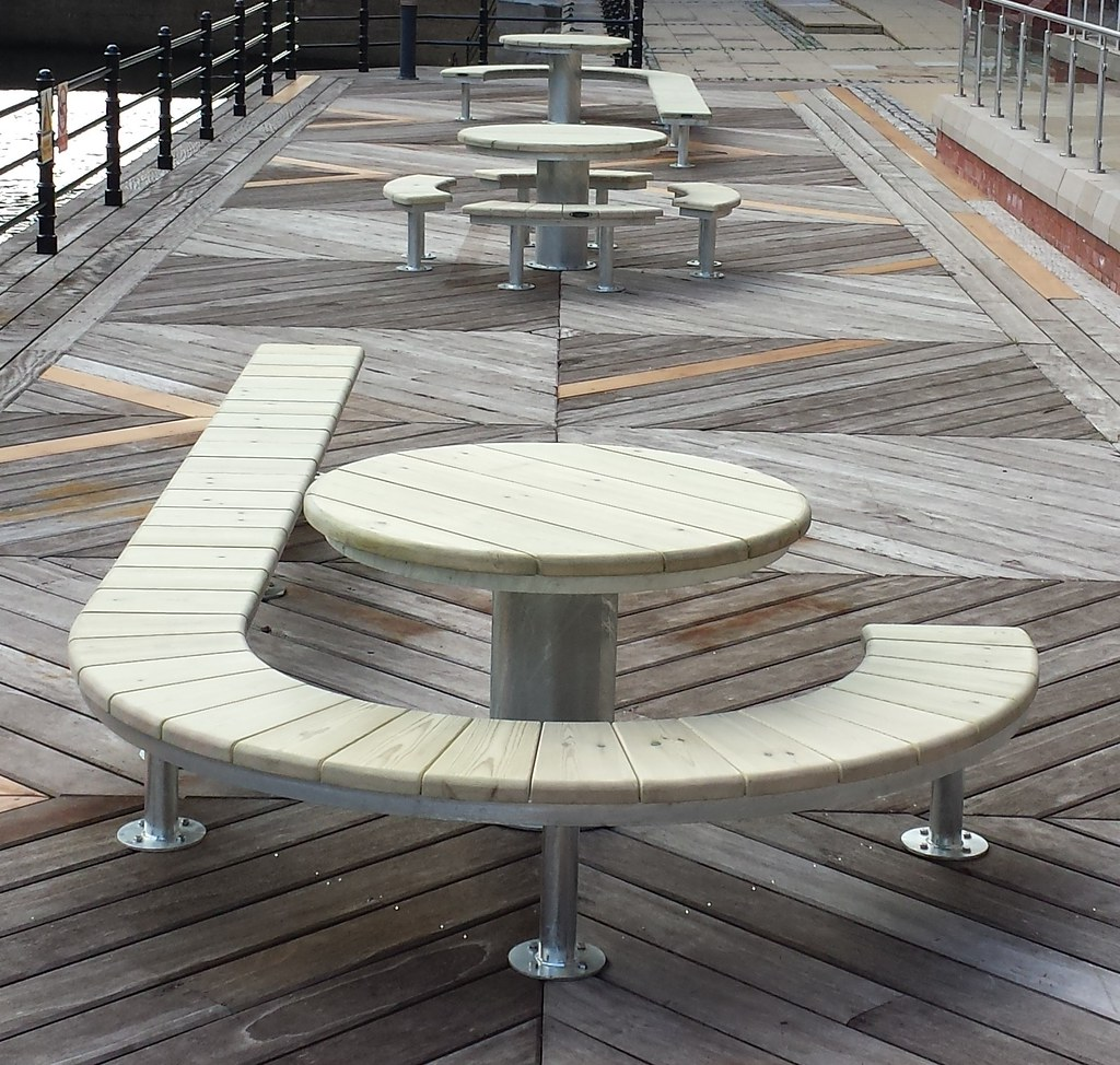 urban modern curved street furniture by. Black Bedroom Furniture Sets. Home Design Ideas