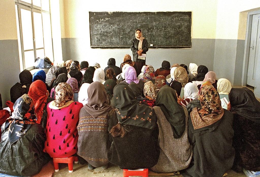 Afghanistan: UNICEF Girls' Education | UNICEF supplies the ...