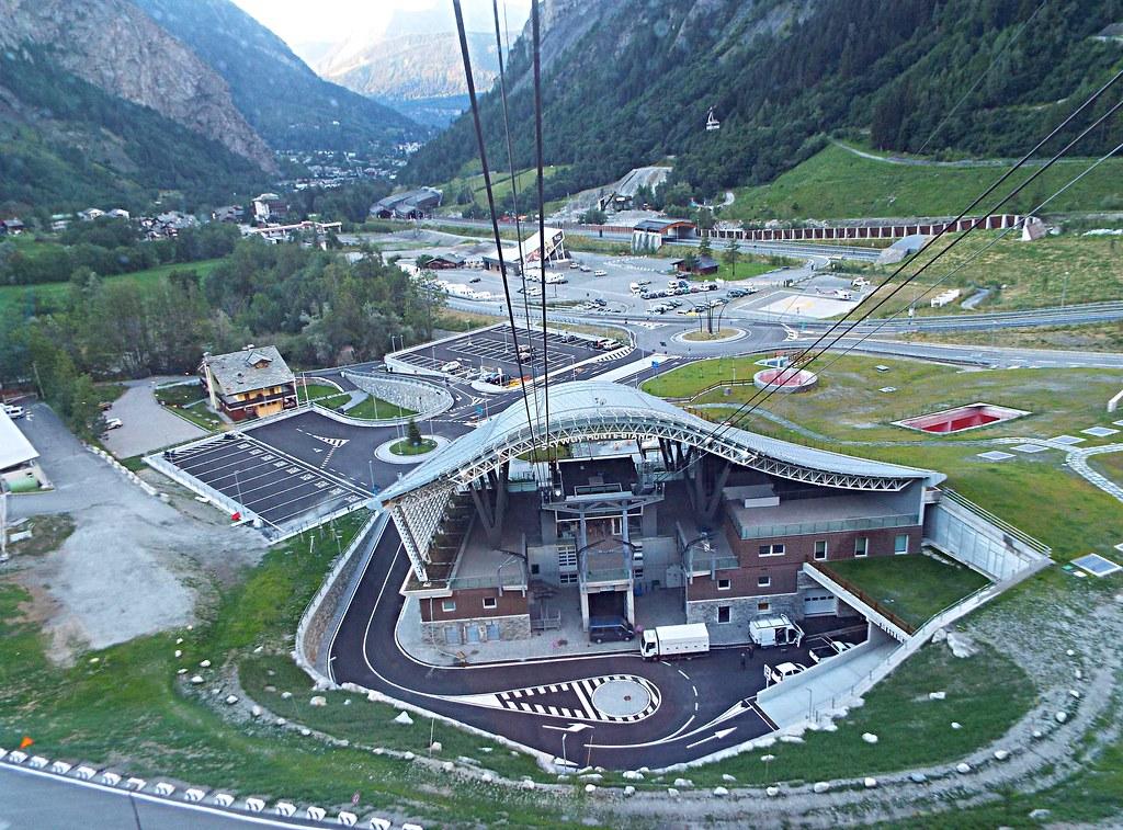 Skyway monte bianco stazione di partenza skyway mont b for Monte alloro affitti di cabina