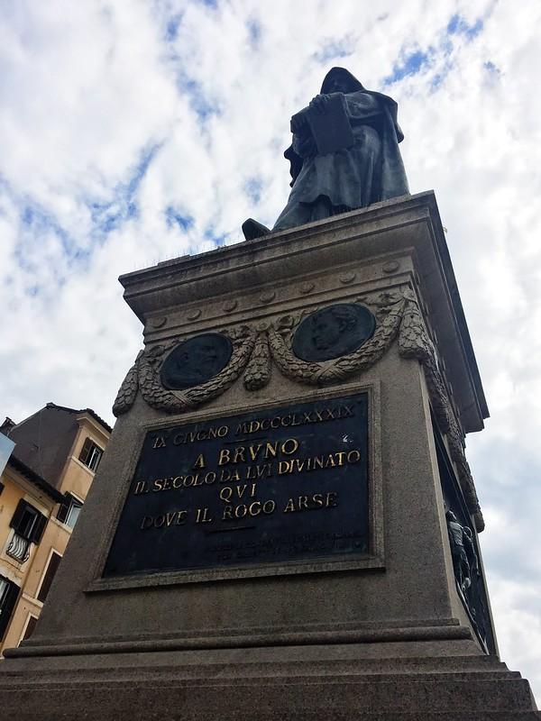 布鲁诺雕塑