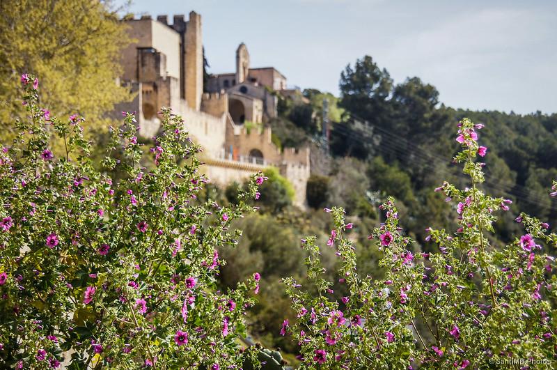 El castillo de Castellet y la ermita de Sant Pere