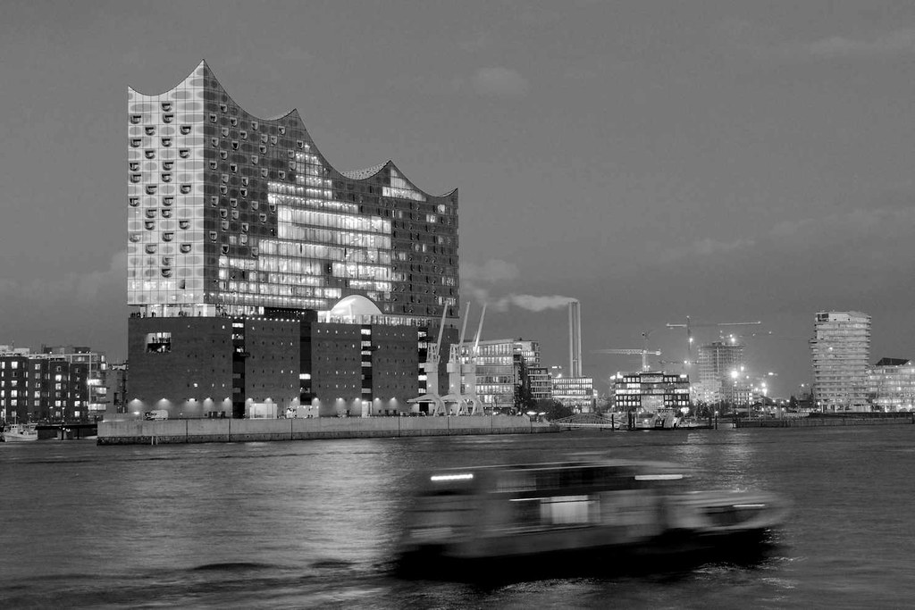 5232 schwarz wei aufnahme der elbphilharmonie im hamburge flickr. Black Bedroom Furniture Sets. Home Design Ideas