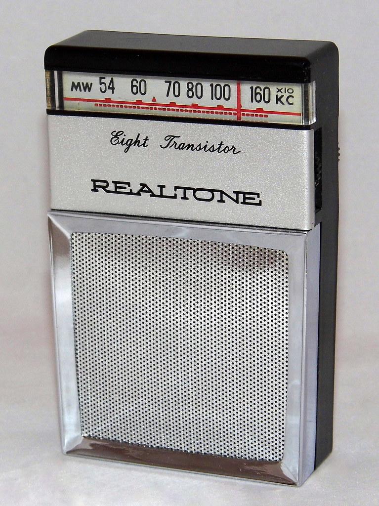 Vintage Realtone 8-Tra...