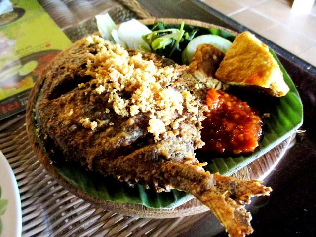 Ayam Penyet Ria bawal penyet plus rice
